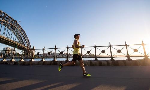 Бег в холодную погоду: советы по сохранению тепла и предотвращению травм для бегунов на длинные дистанции